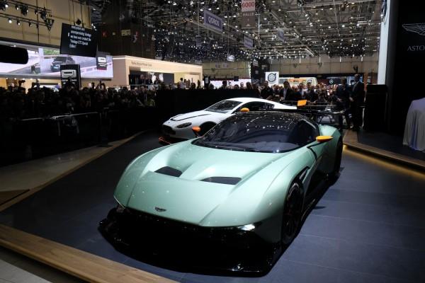 Aston-Martin-Vulcan-15.jpg